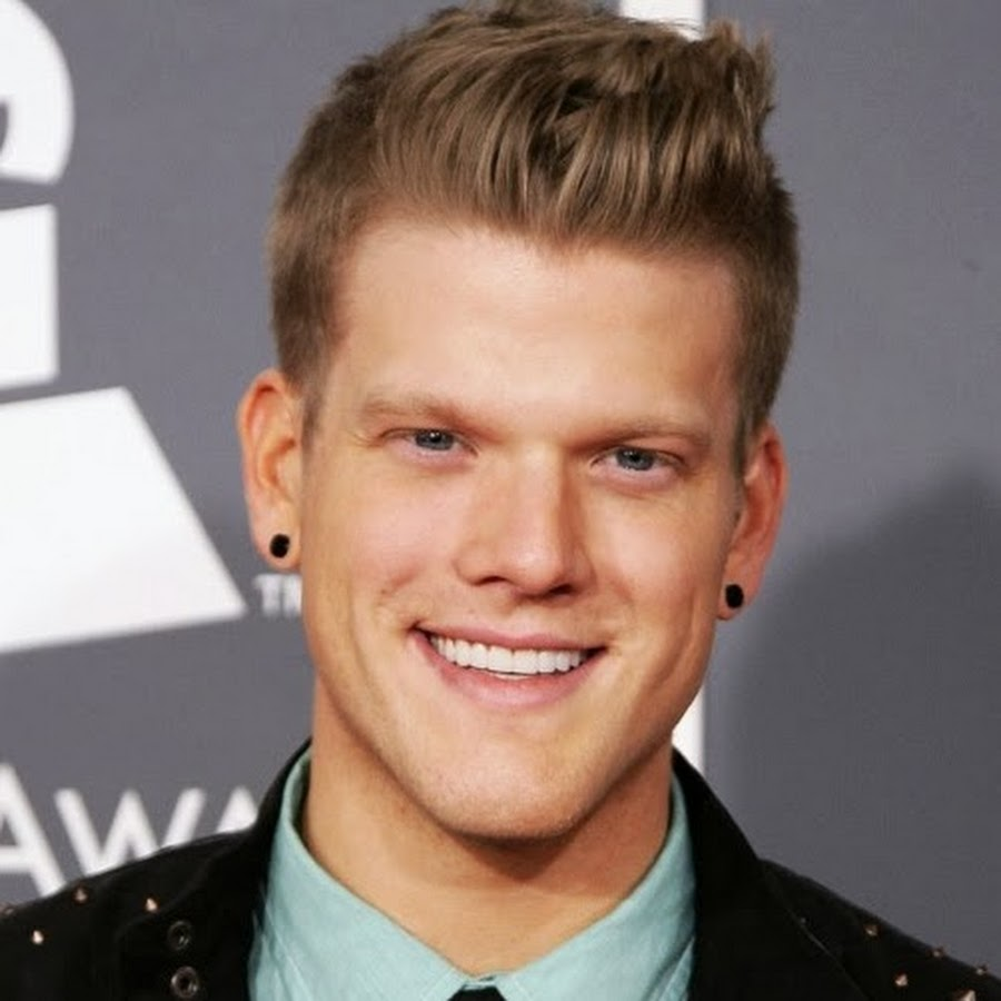 Artist Scott Hoying - age: 25