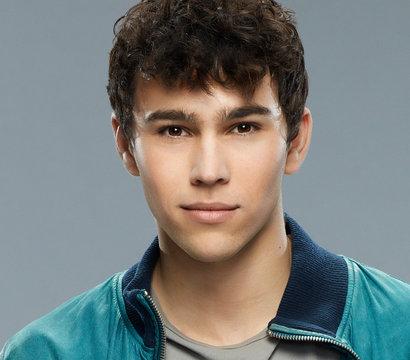 Actor Max Schneider - age: 28