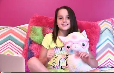 Vlogger Annie Grace - age: 12