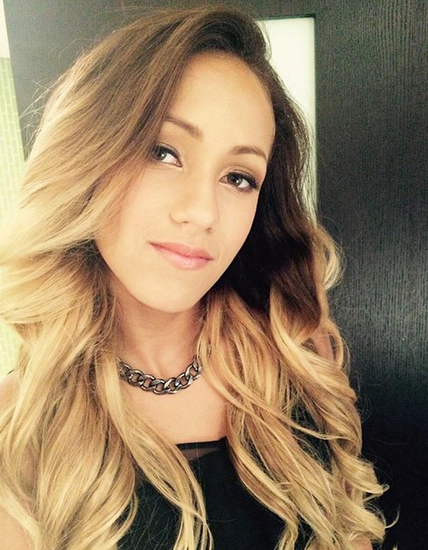 Singer Skylar Stecker - age: 19