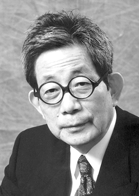 Author Oe Kenzaburo - age: 85