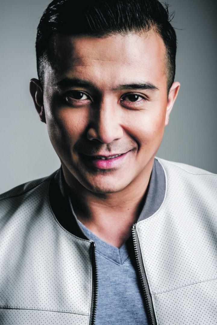 Actor Aaron Aziz - age: 45