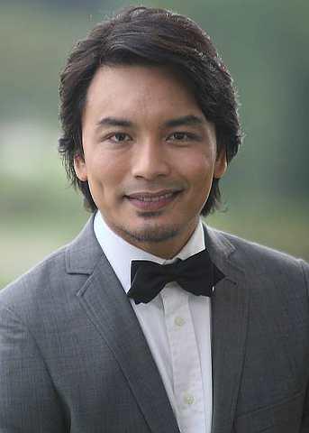 Singer Anuar Zain - age: 47