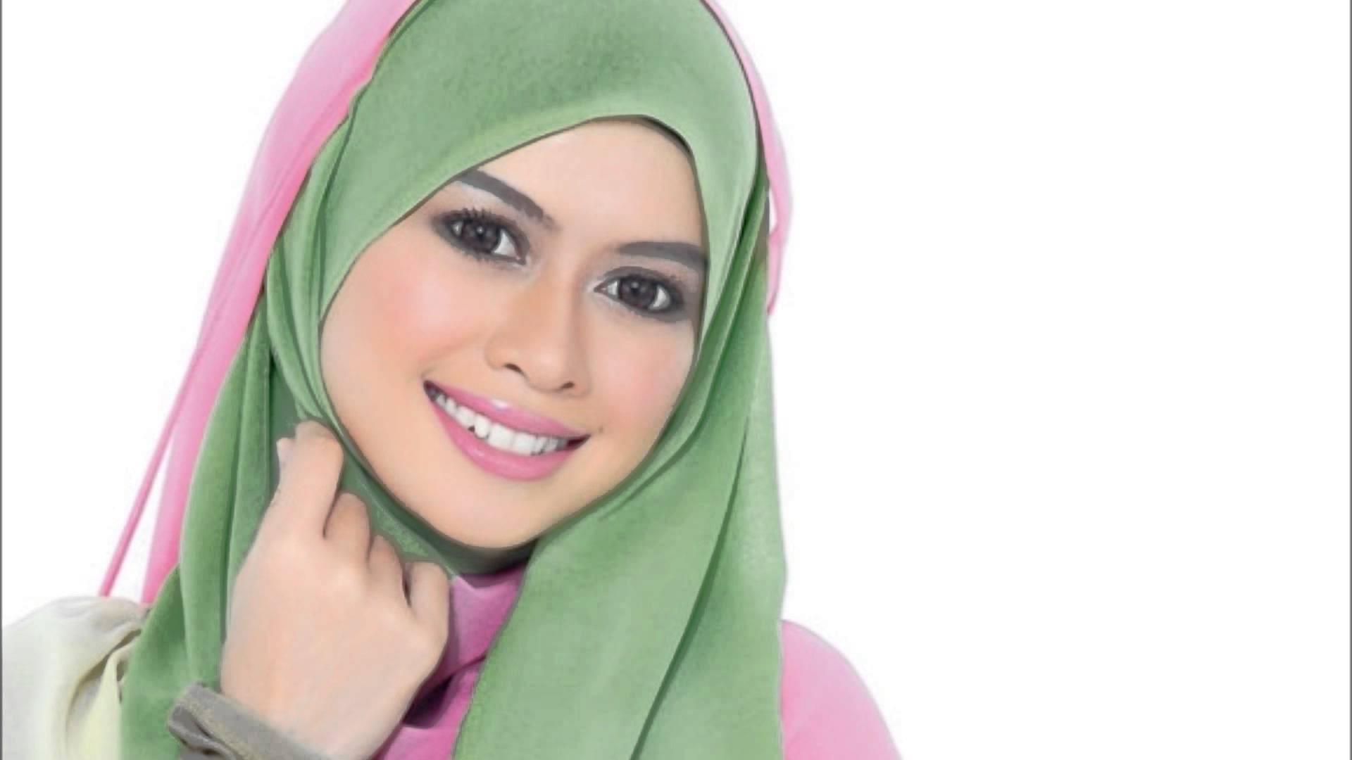 Singer Heliza Helmi - age: 35