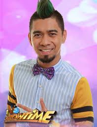 Vocalist Teddy Corpuz - age: 37