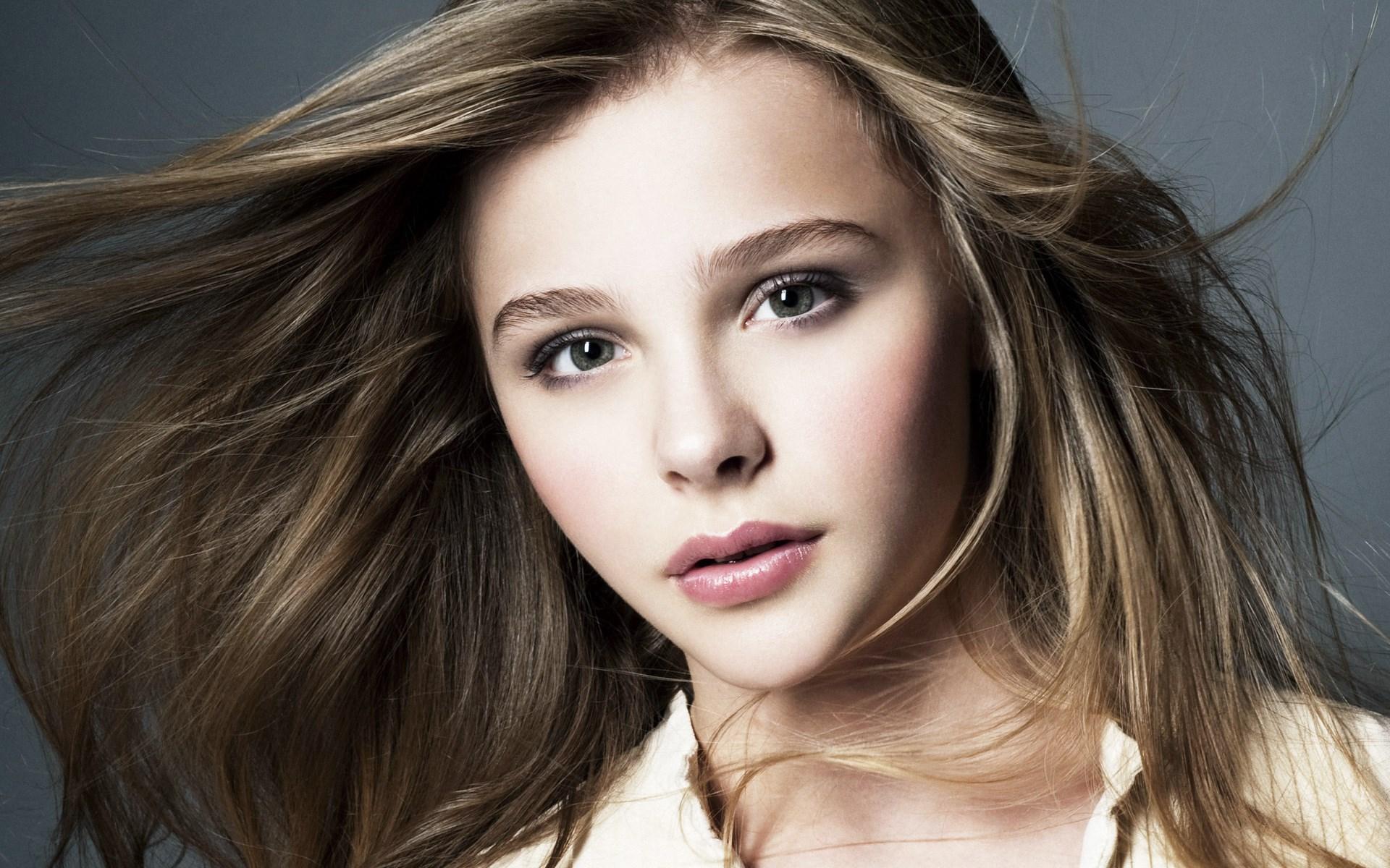 Actress Chloe Grace Moretz - age: 20