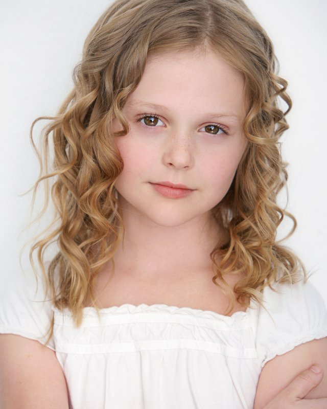 Actress Emily Alyn Lind - age: 15