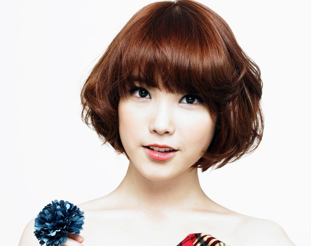 Singer IU (singer) - age: 27