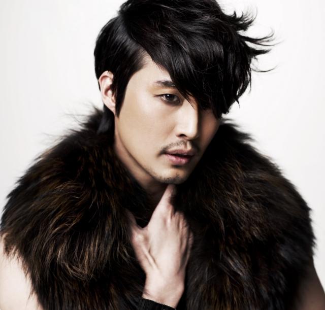 Actor Phillip Lee - age: 40
