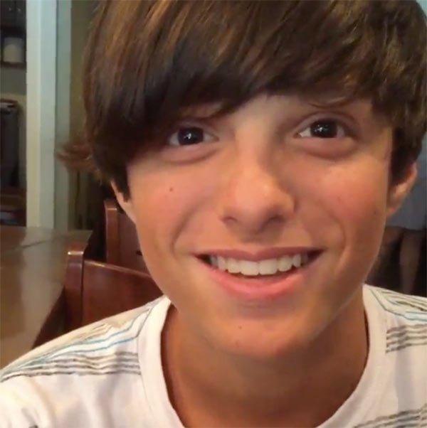 Vlogger Celeb Logan - age: 13