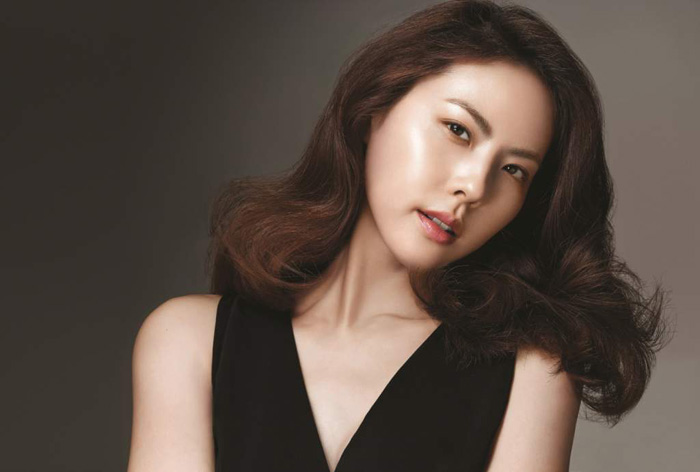 Singer Park Ji-yoon - age: 35