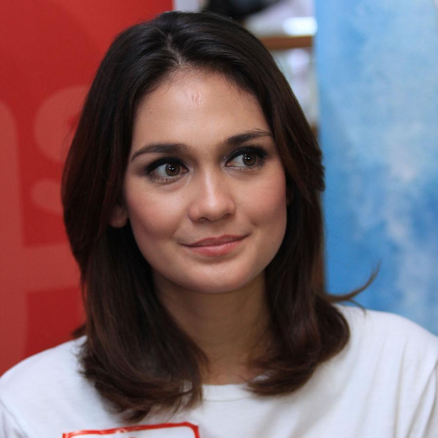 Actress Luna Maya  - age: 33