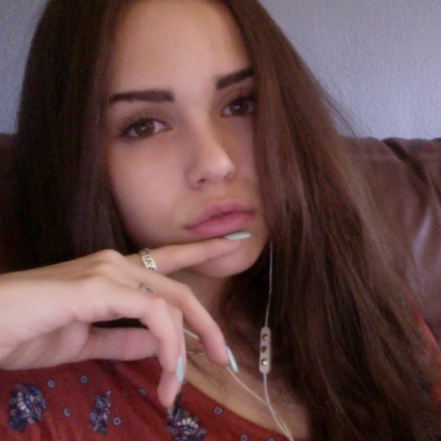 Web Video Star Maggie Lindemann - age: 22
