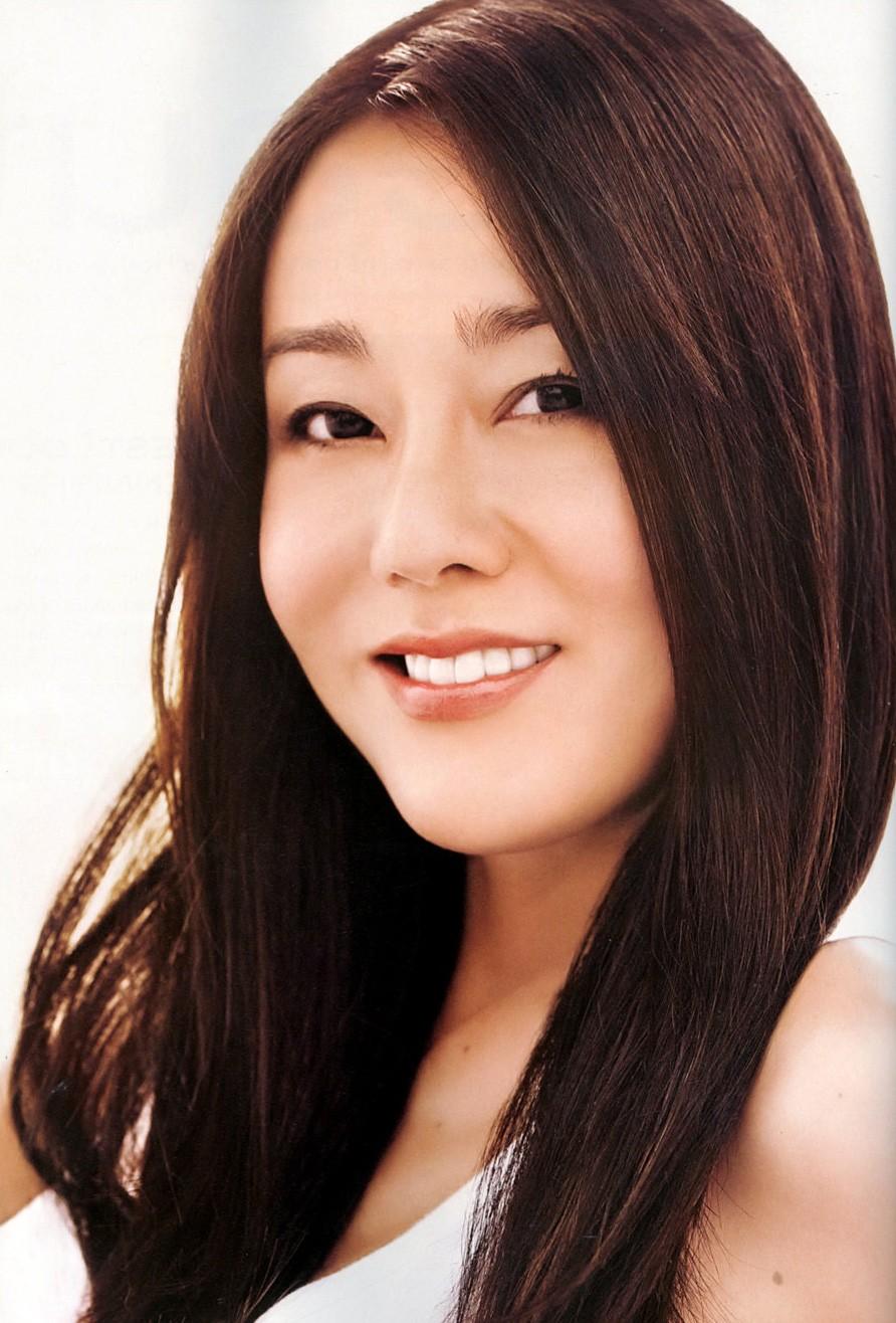 Actress Yoon-jin Kim - age: 44