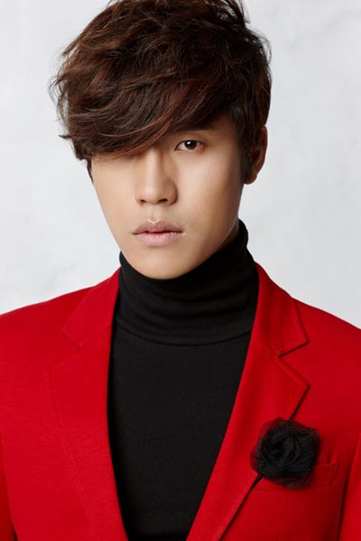 Singer Lee Hyun - age: 34