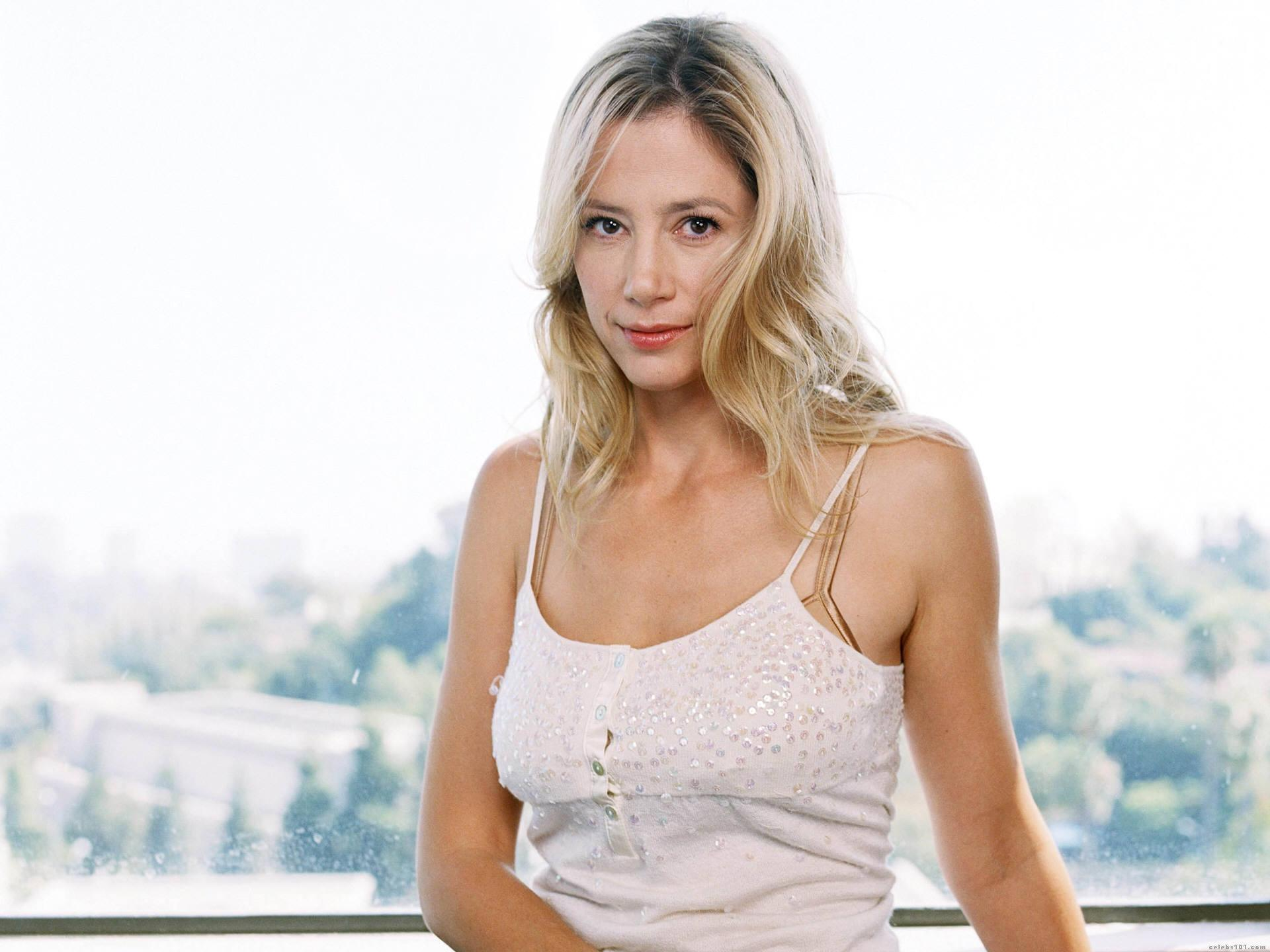 Actress Mira Sorvino - age: 49