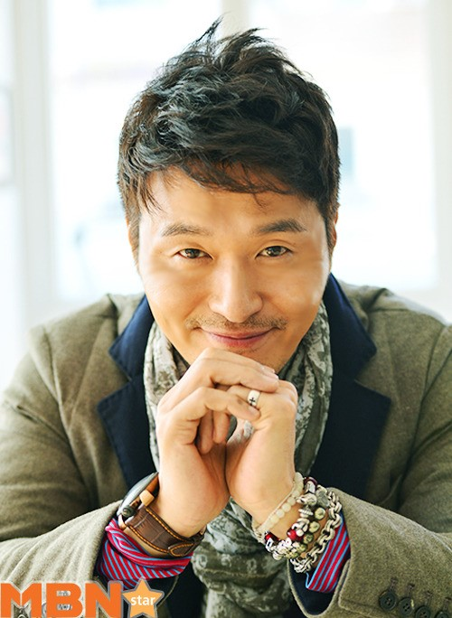 Actor Lee Sung-jae - age: 50