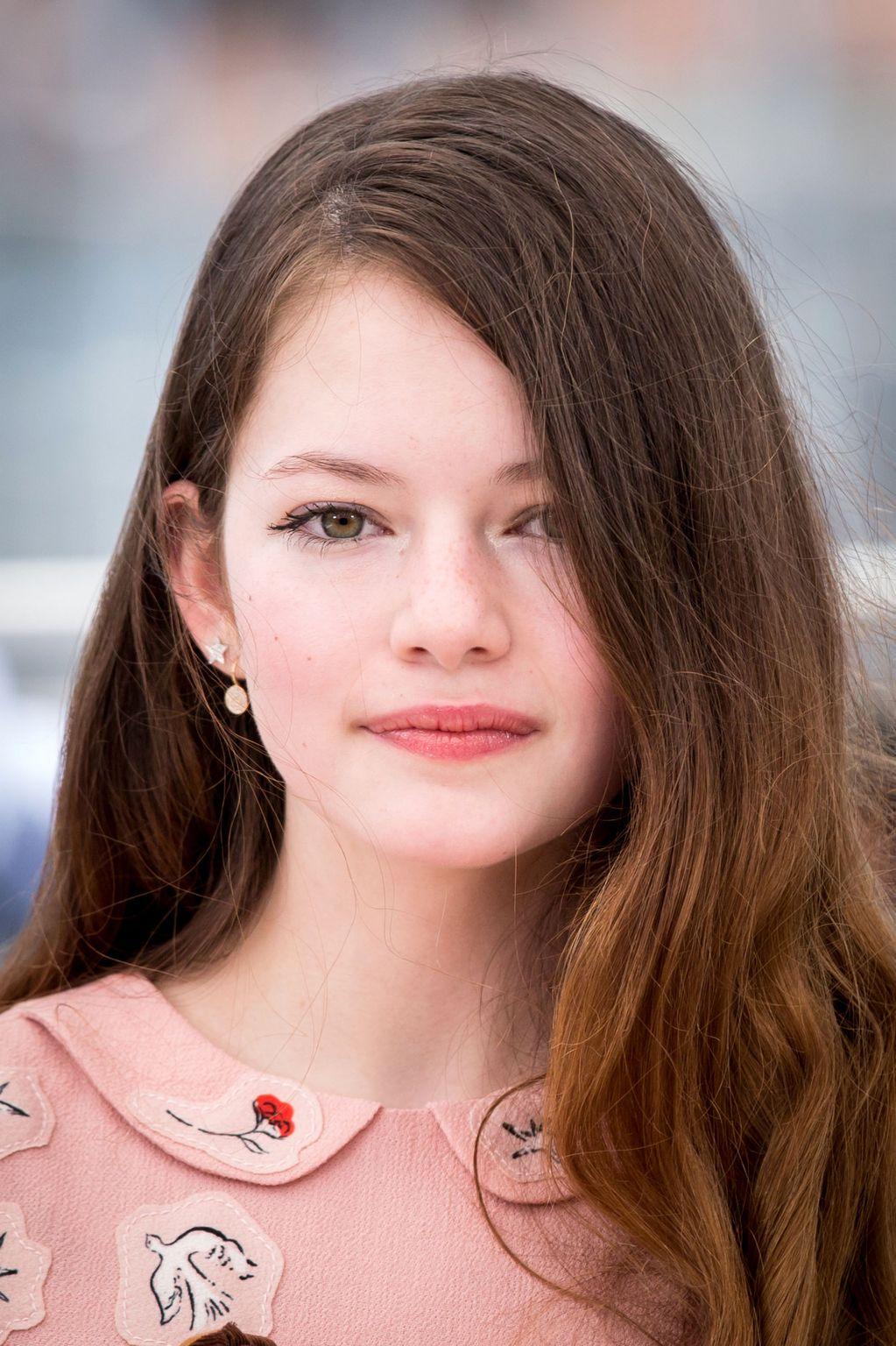Movie actress  Mackenzie Foy  - age: 17