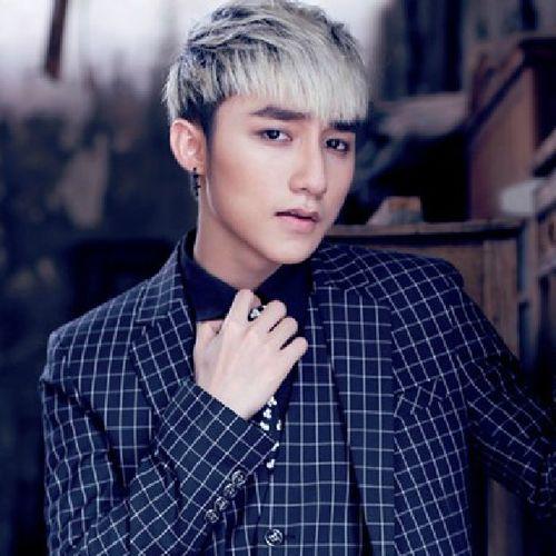 Singer Son Tung  M-TP - age: 23