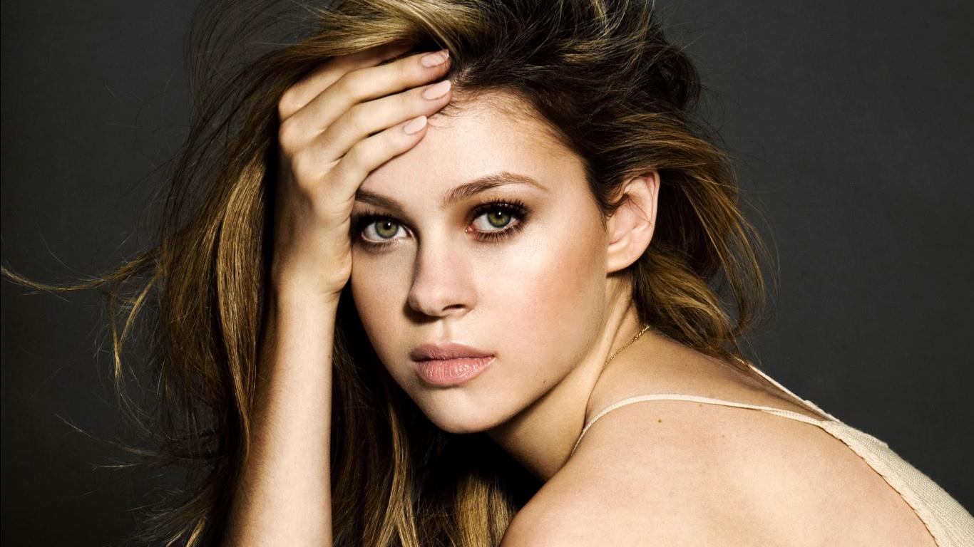 Movie actress Nicola Peltz - age: 26