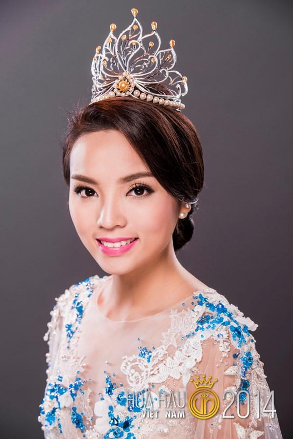 Miss Vietnam Nguyen Cao Ky Duyen - age: 24