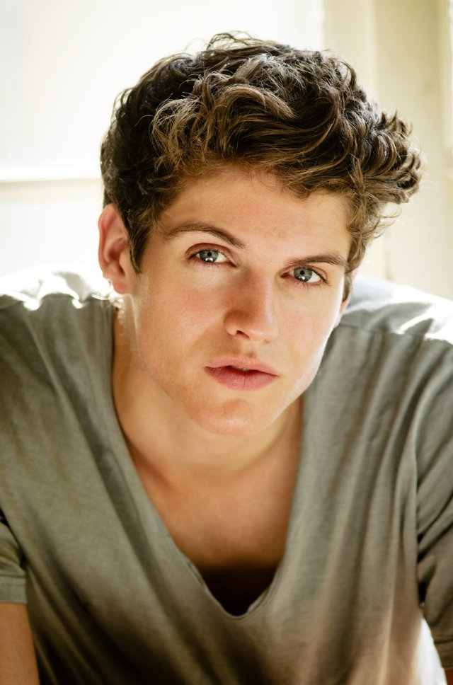 Movie Actor Daniel Sharman - age: 34