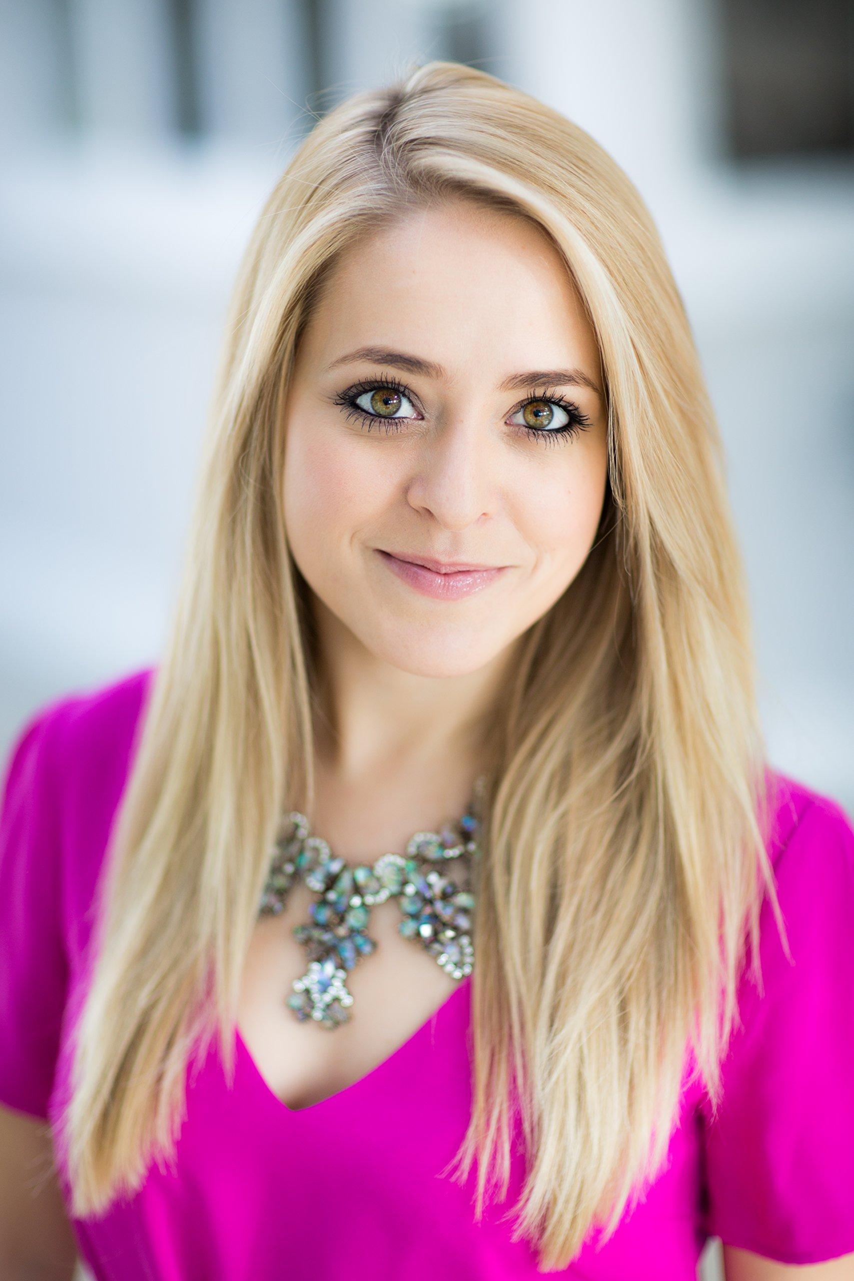 Makeup Artist Fleur De Force - age: 32