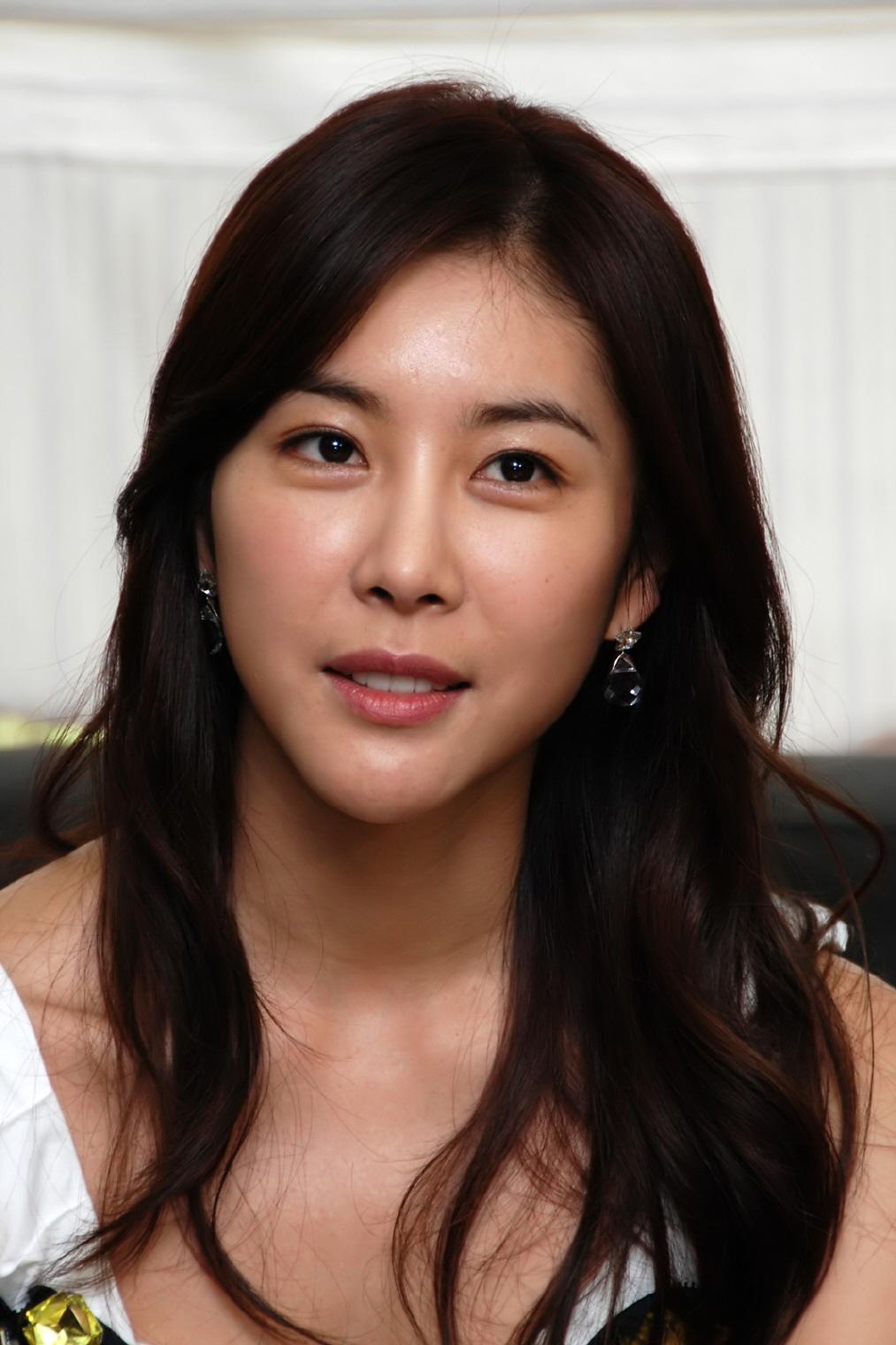 Actress Han Eun-jeong - age: 37