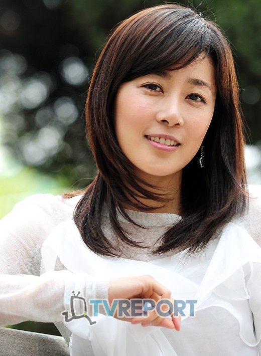 Actress Moon Jung-Hee - age: 45