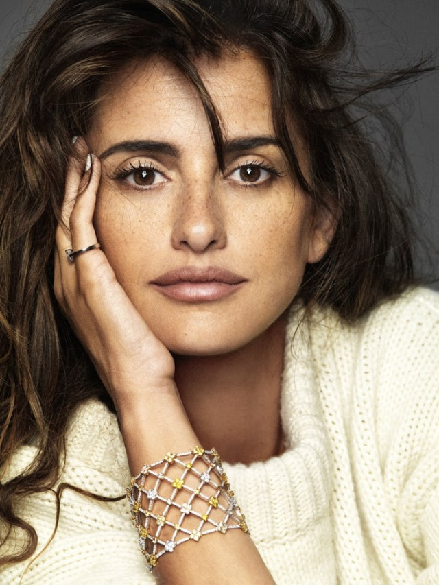 Movie actress Penelope Cruz - age: 46