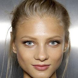 Model Anna Selezneva - age: 30