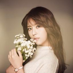 Singer Min Do-hee - age: 26