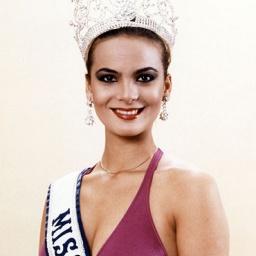 Beauty Queen Maritza Sayalero - age: 59