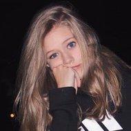 Youtube star Natalie Lynn - age: 19