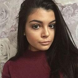 Youtube star Amber-Rose Trevett - age: 19