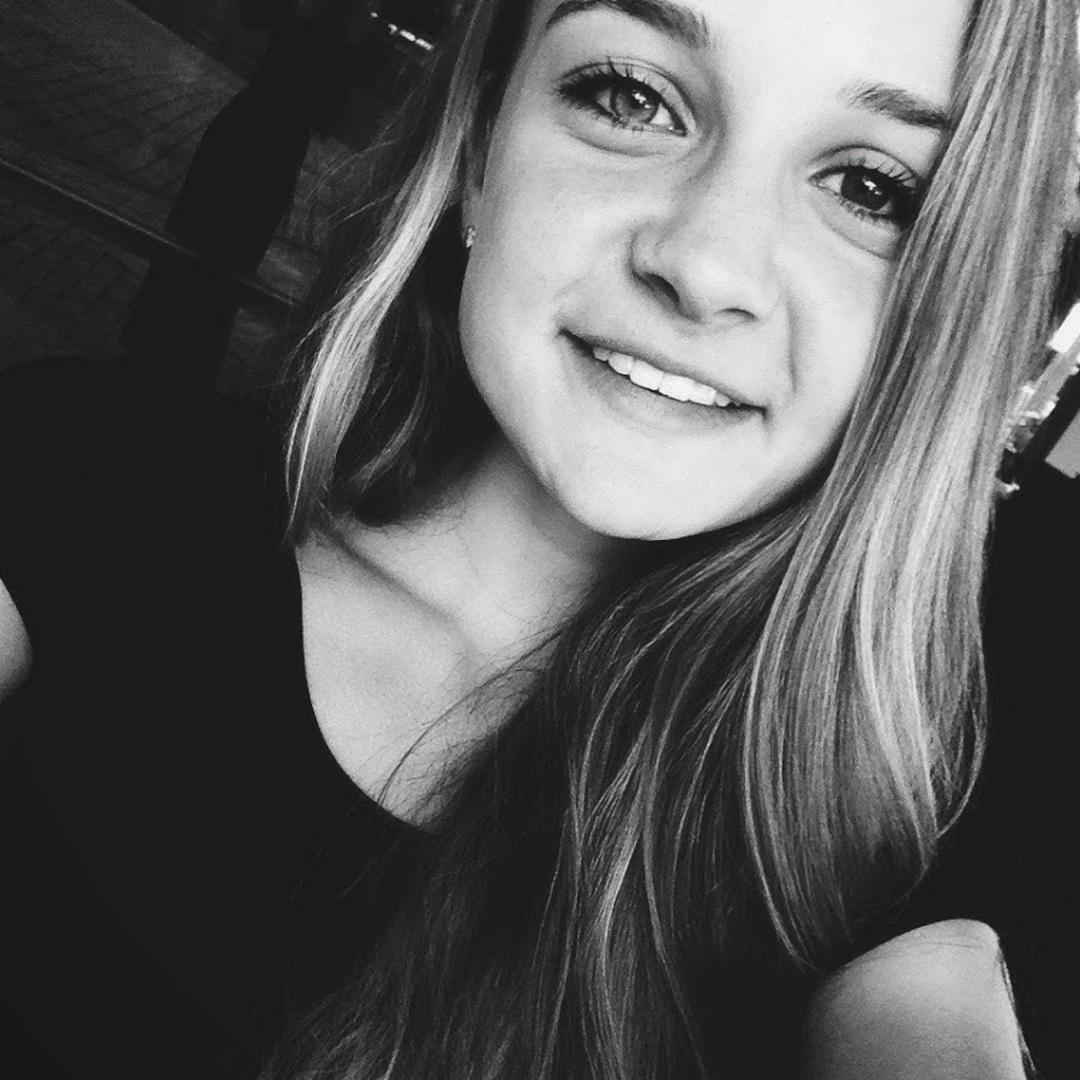 web video star Chloe Alison - age: 22