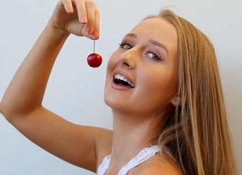 web video star Kacy - age: 17