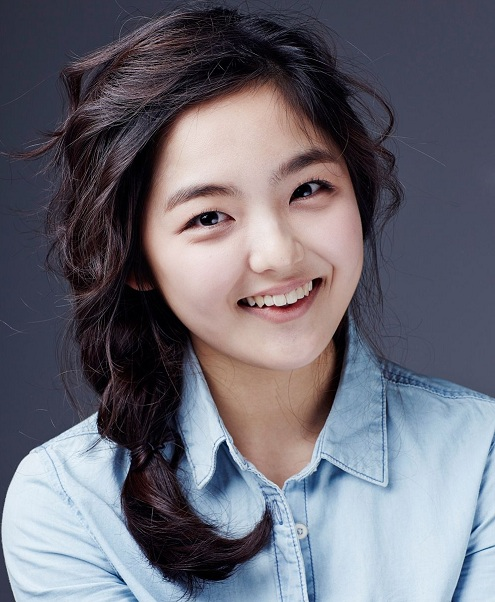 Actress Seo Shin Ae  - age: 22