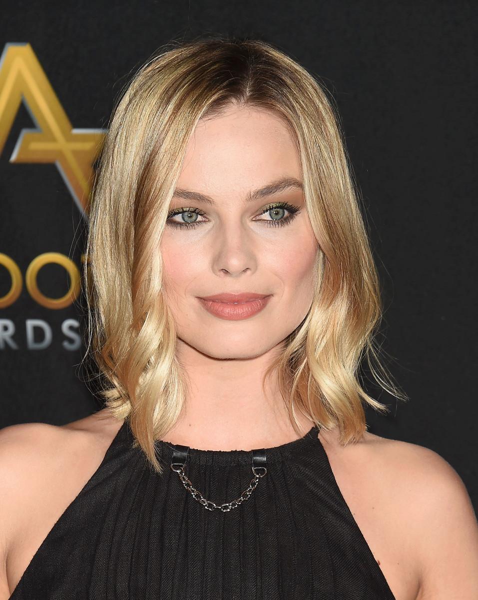 Actress Margot Robbie - age: 30